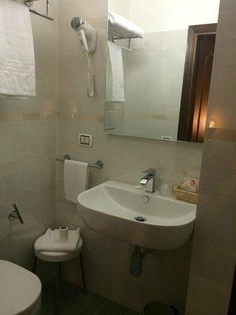 Croce di Malta Hotel: baño