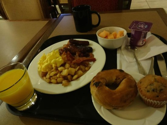 Embassy Suites by Hilton Tampa - Downtown Convention Center: 朝食のブッフェ