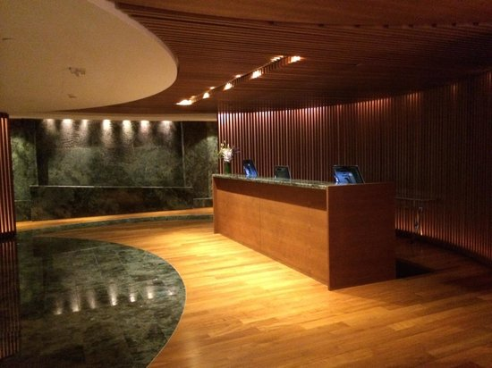 Willow Stream Spa at Fairmont Pacific Rim : Spa reception desk