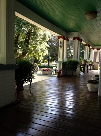 The Inn At Glen Alpine: Inn at Glen Alpine- front porch
