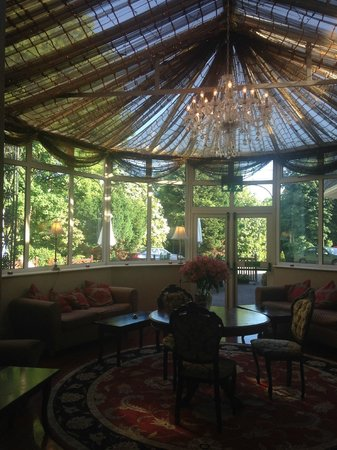 Fitzgerald's Vienna Woods Hotel : gorgeous conservatory, magical at night