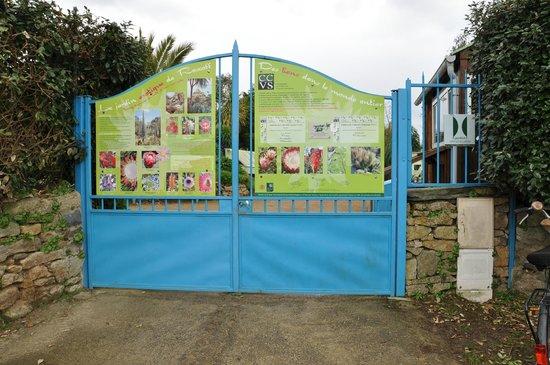 Portail d 39 entr e picture of jardin exotique et botanique for Portail entree jardin