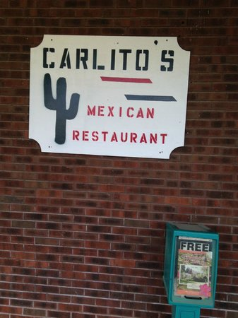 Carlito's Mexican Restauran: boring outside sign