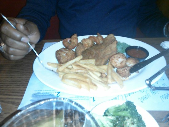 Dinardo's Famous Seafood: Fried Fisherman's platter $32