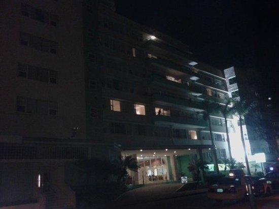 Seagull Hotel Miami South Beach: Facha vista de noche
