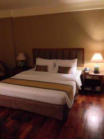 Ayothaya Riverside Hotel : Comfortable bed