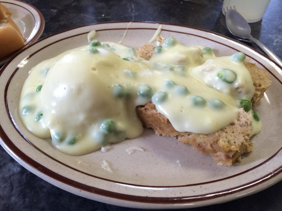 TNT Diner: Salmon loaf with mashed potatoes and creamed peas