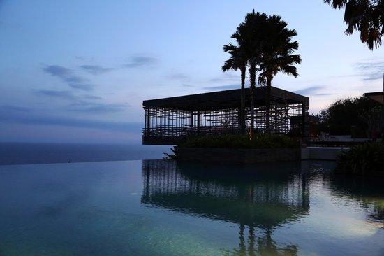 Alila Villas Uluwatu : it is attractive even under a dusk sky