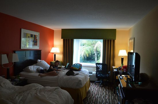 Holiday Inn Express Hotel & Suites Ft. Lauderdale Airport/Cruise: Good size room