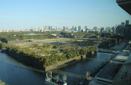 The Peninsula Tokyo : View of the Imperial Palace grounds from our room
