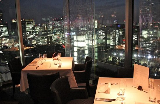 The Peninsula Tokyo : Spectacular views from the top floor restaurant