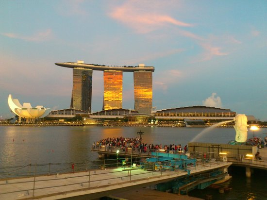 Esplanade Park : view of the MBS at sunset