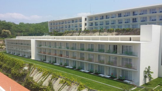 Secrets Huatulco Resort & Spa: Buildings