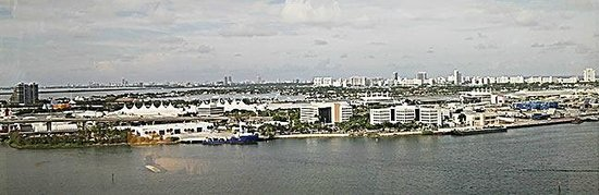 InterContinental Miami: Harbour view from upper floor room