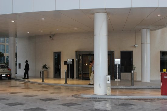 Staybridge Suites Abu Dhabi Yas Island: Front entrance