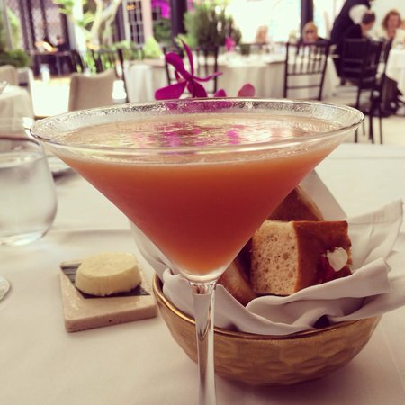 The Bar at Hotel Bel-Air: Monroe's Passion