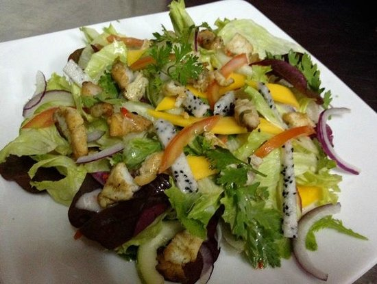 Murphy's Steakhouse : Seasonal Salad with grilled Chicken Breast