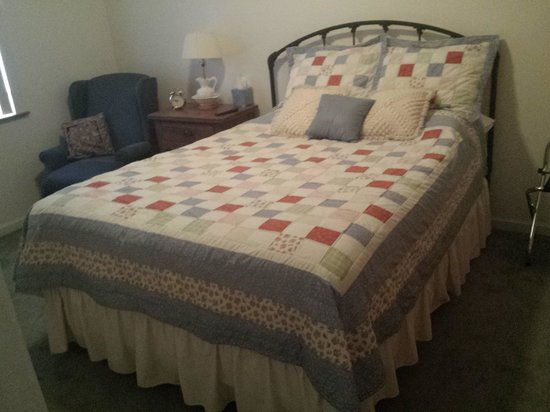 Hermann House Inn: Love the quilts