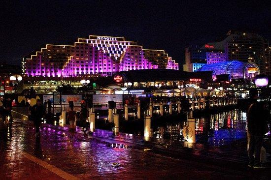Novotel Sydney on Darling Harbour : Hotel during Vivid