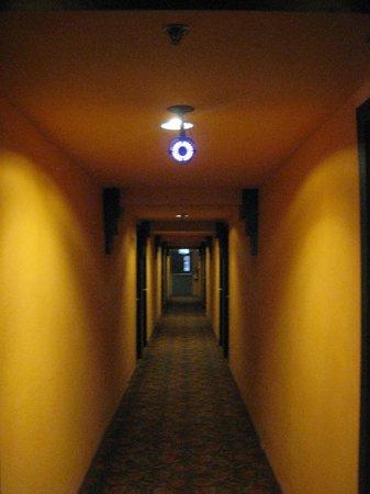 Imm Fusion Sukhumvit: Upstairs Hallway