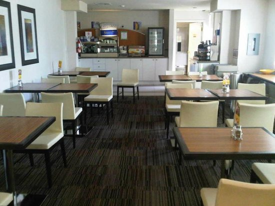 Holiday Inn Express Whitby Oshawa: Complimentary Breakfast Included