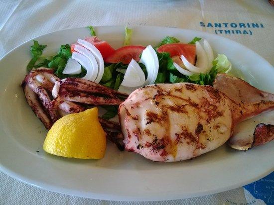 Taverna - Skaramagas : Grilled octopus