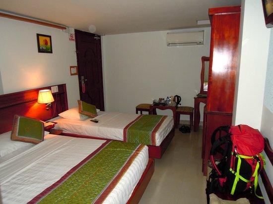 Duc Vuong Hotel: Room