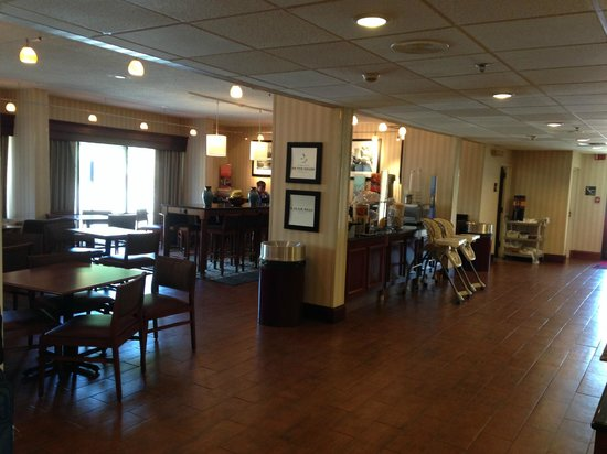 Hampton Inn Bridgeport/Clarksburg: Lobby and Breakfast Room, June 2014