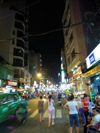 Duc Vuong Hotel: Grounds