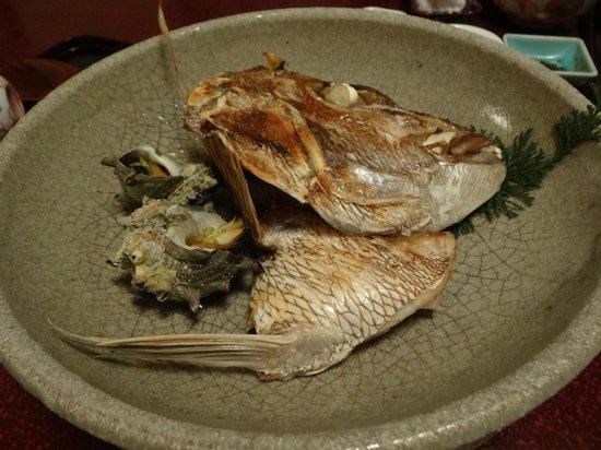 Hirayama Ryokan: 桜鯛の焼き物