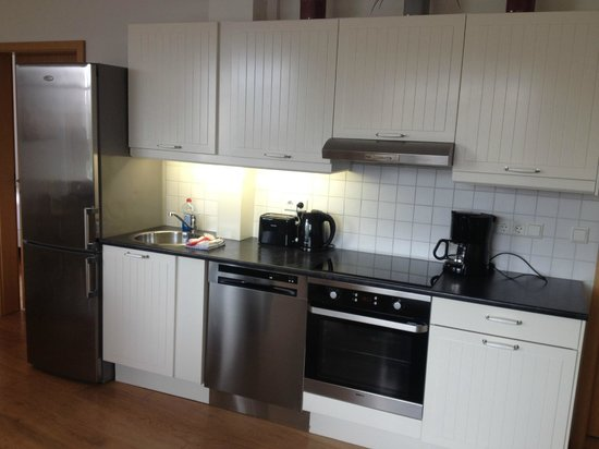 Rey Apartments Hotel: Full-equipped Kitchen