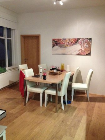 Rey Apartments Hotel: Dining table