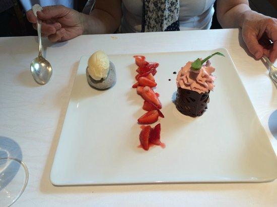 La Ciboulette : Strawberry mousse with basil ice cream