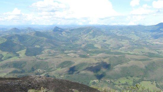 Aiuruoca, MG: Visto do topo do pico do papagaio! Cidade de Aiuruoca em baixo