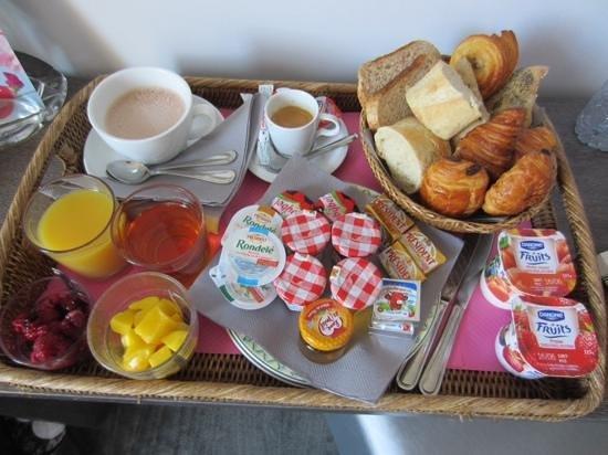 Hotel Villa Victoria : breakfast in the room