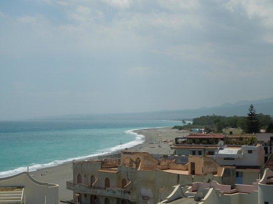Hilton Giardini Naxos : Beach view from balcony