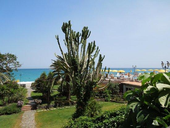 Hilton Giardini Naxos : Garden and grounds