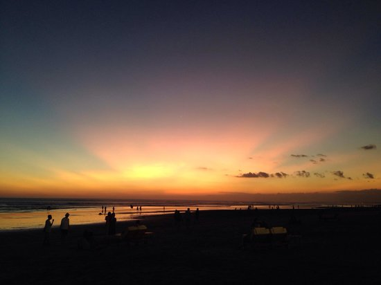 Seminyak Beach: look at the sun, look how it shines for you..