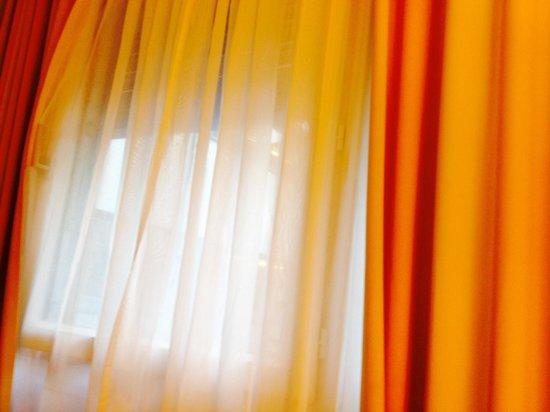 H+ Hotel Zuerich: Window has limited opening width