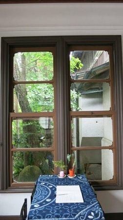 Kaisho no Yakata Kyu Kamei-tei: 洋館の窓