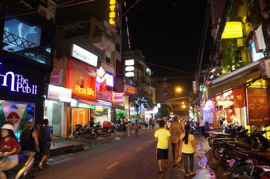 Nguyen Khang Hotel: Saigon nightlife