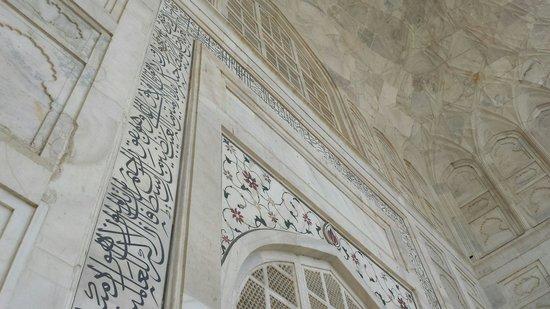 Sami World Travels: The Quran on the Taj's walls.