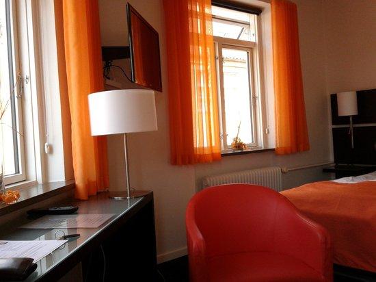 Harmonien Hotel: Flot værelse