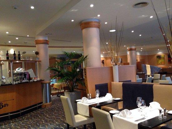 Hilton Garden Inn Vienna South: Restaurant view