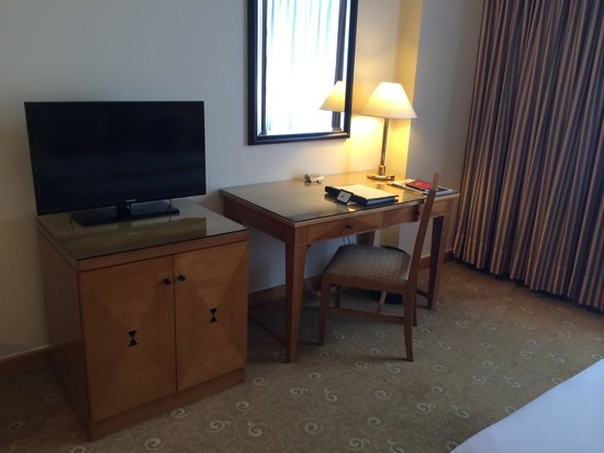 Saigon Prince Hotel: LED TV & Working table with Complimentary Wifi internet