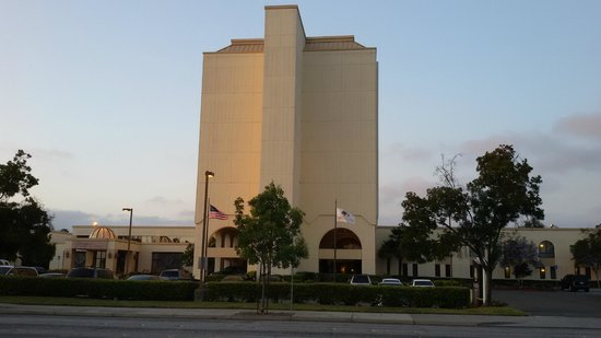 DoubleTree by Hilton Newark-Fremont: outdoor