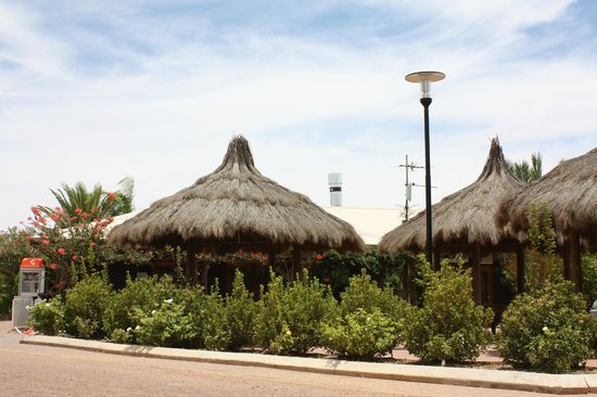 BIG4 Stuart Range Outback Resort: Gazebo's out the front of Notimo Pizza & Restaurant