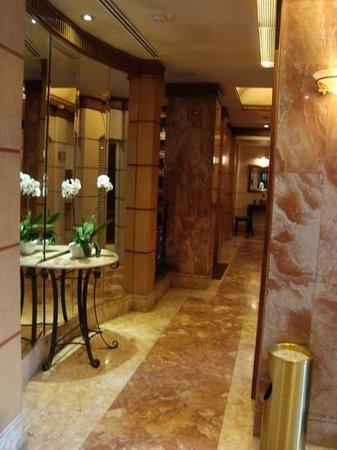 The Jesselton Hotel: hallway