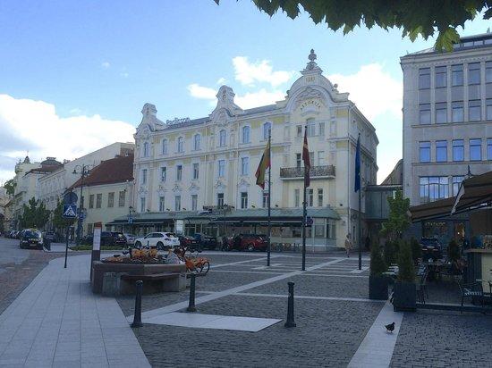 Radisson Blu Royal Astorija Hotel, Vilnius: Stattliches Gebäude mitten drin - in Vilnius