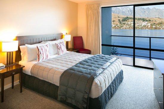 Villa del Lago: Master bedroom 2 & 3 Bedroom suite